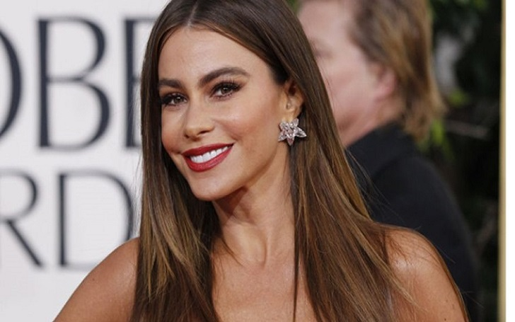 Five Interesting Facts About Sofia Vergara, Know her Teen Pregnancy, husband, past affairs, Modern family, boyfriend, mother, CoverGirl, relationship.