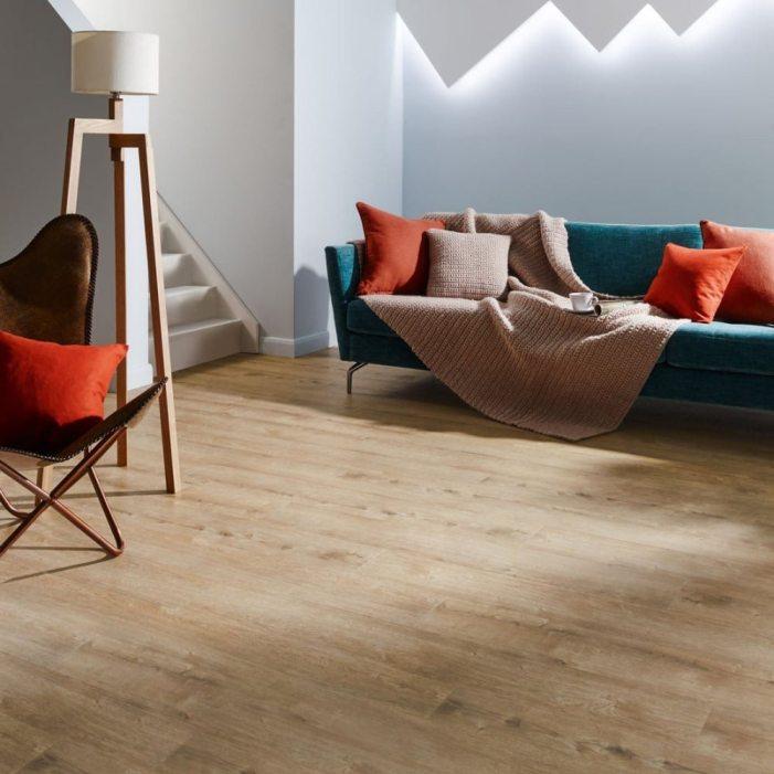 Apostar em piso vinílico em cores claras deixa qualquer espaço com um toque sofisticado e elegante.