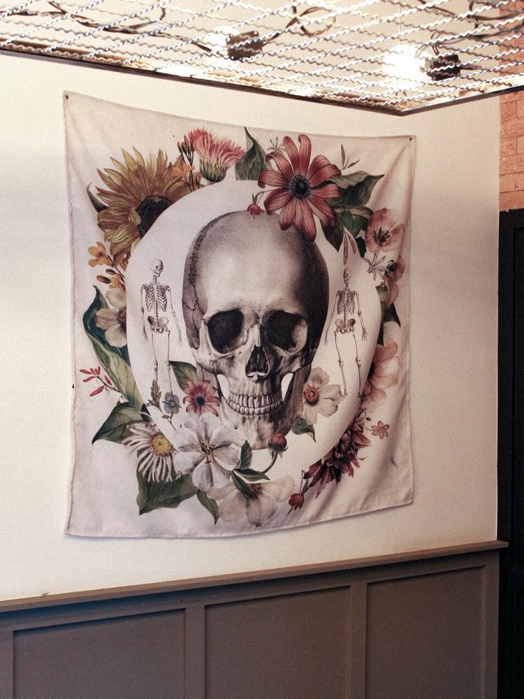 Bandeira decorativa com tema de caveira mexicana
