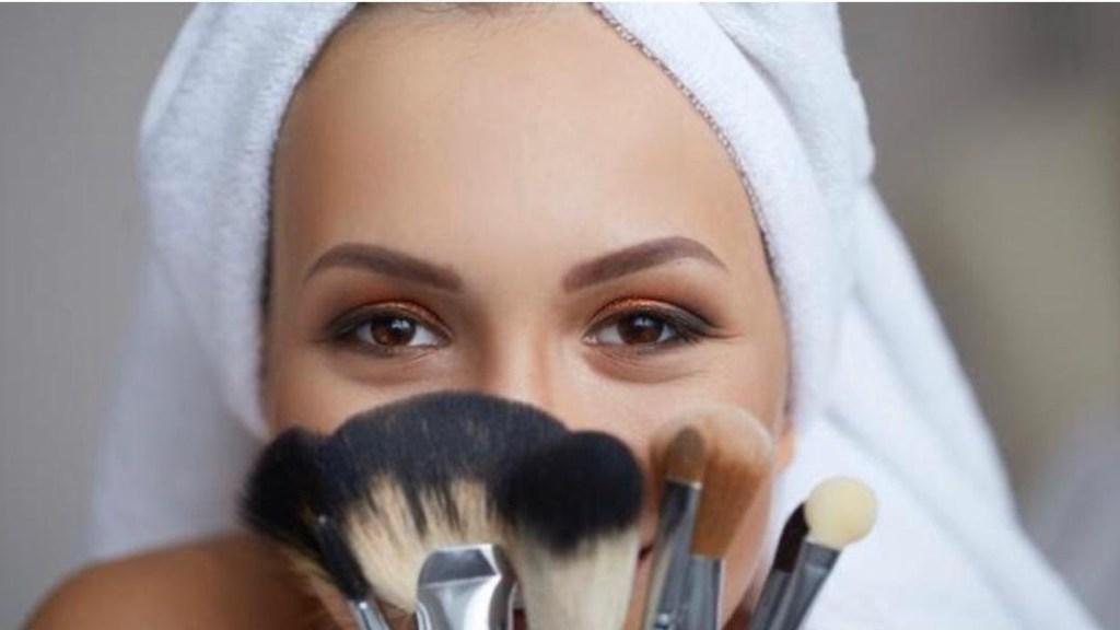 Deux astuces pour nettoyer ses pinceaux de maquillage
