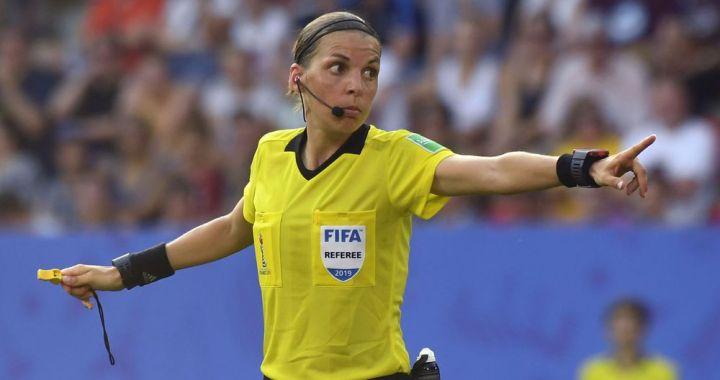 Stéphanie Frappart, première femme à arbitrer un match de Ligue des champions