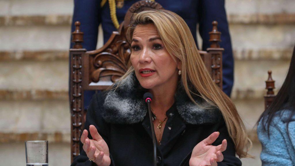 Jeanine AÑEZ, l'ex-présidente par intérim de la Bolivie fait l'objet d'un mandat d'arrêt pour révolte contre l'autorité.