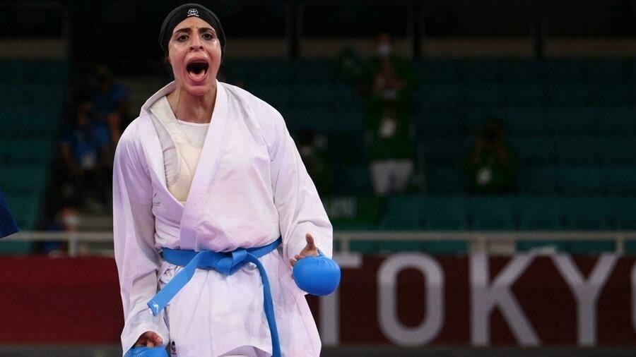 La karatéka Feryal Abdelaziz, la première Égyptienne à être médaillée d'or