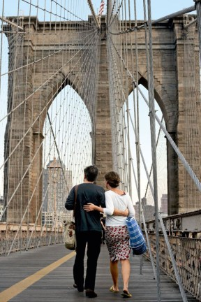 Copyright: Michael Nagle/The New York Times. Brooklyn: The pedestrian path on the Brooklyn Bridge. TASCHEN.