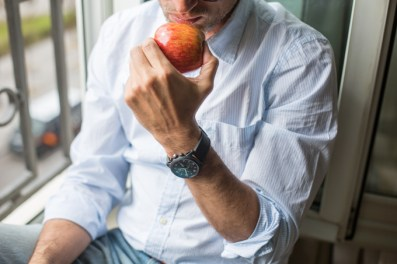 """One apple a day keep the doctor away"", acostumbro a comer una y siempre le convido a Eros."