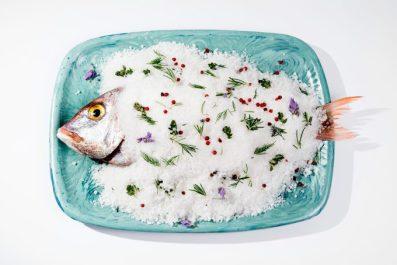 Pescado del día a la sal.