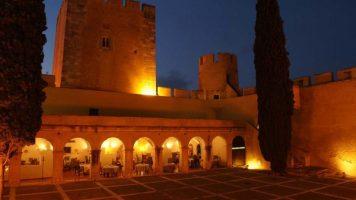 Patio de la Pousada Castelo Alvito.