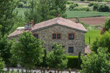 La casa principal data del siglo XIV y ha sido cuidadosamente restaurada.