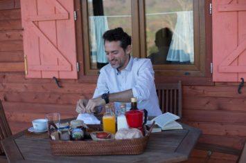 Desayuno, casi 100% slow food, en mi cabaña de La Brizna.