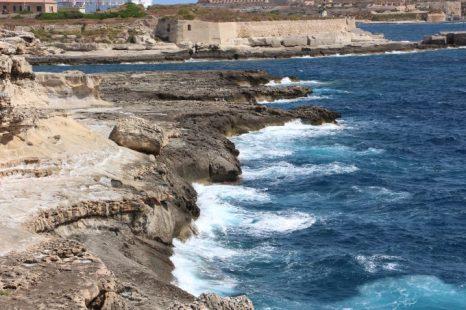 La costa está a 15 minutos a pie desde el hotel. Y la zona de baño más próxima a 30 minutos.