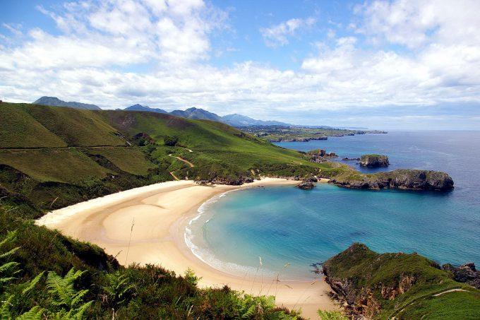 Playa de Torimbia (Llanes), es nudista y dog friendly. El acceso no es sencillo.