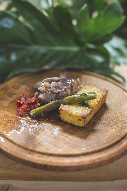 Cordero patagónico y verduras a la parrilla.