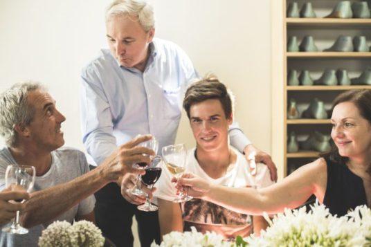 Héctor Fagliano y familia durante el brindis.