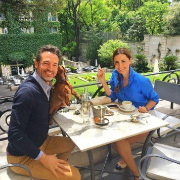 Con Mónica de Tomás en los jardines del hotel Park Hyatt Palacio Duhau Buenos Aires.