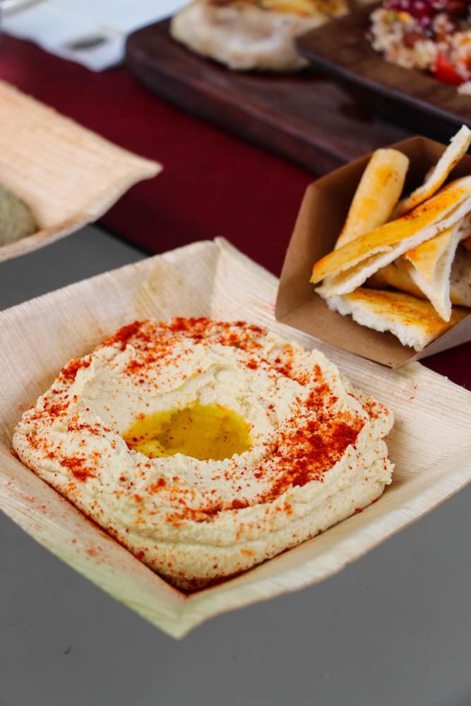 Hummus con pita chips.