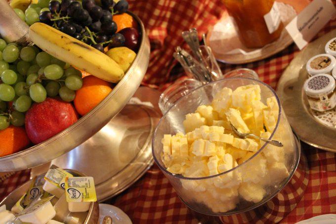 Mesa buffet del desayuno, la mantequilla austriaca es algo sublime.