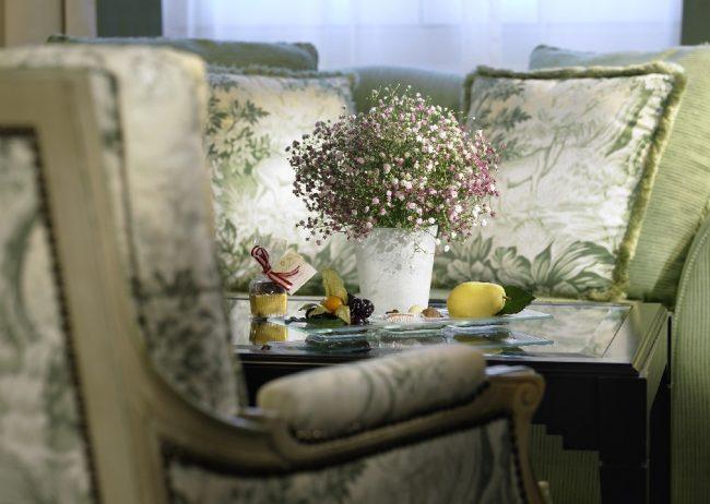 Detalles de bienvenida servidos en el salón de la Suite Executive.