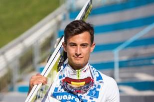 Miembro del equipo polaco después de saltar.