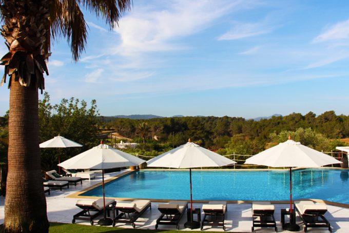 La piscina, un escenario de paz que invita a ser disfrutado con el sonido del campo.
