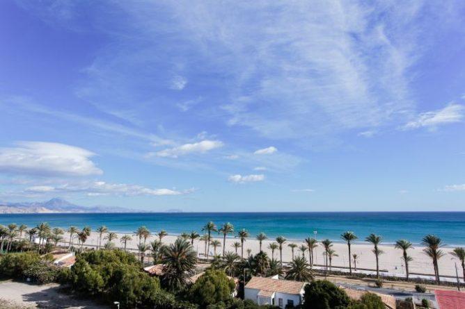 Playa de San Juan vista desde el Hotel Almirante.