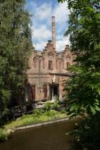 Edificios industriales reconvertidos en oficinas y viviendas junto al río Akerselva.