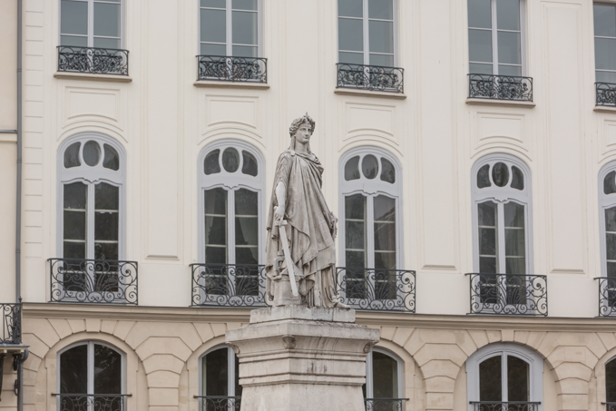 Estatua de la Segunda República, plaza Mahmoud-Darwich.