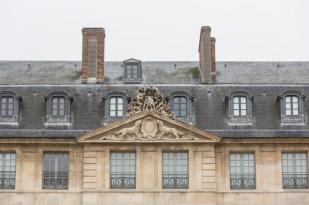 Perros en la cornisa del Hôtel de Sully, museo Picasso.