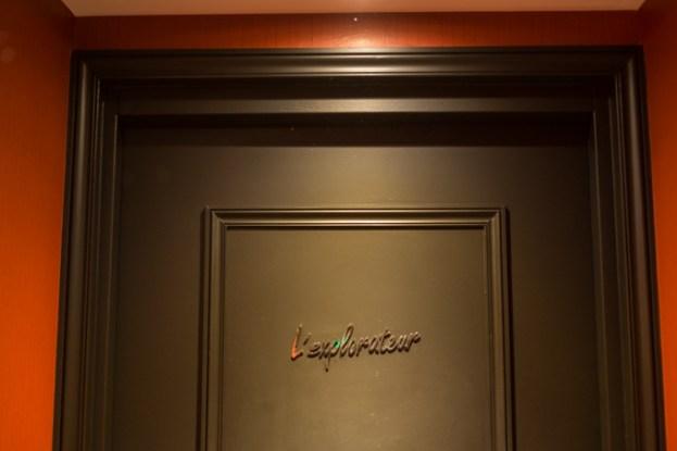 Al final del pasillo, la puerta de L´Explorateur, nuestra junior suite.
