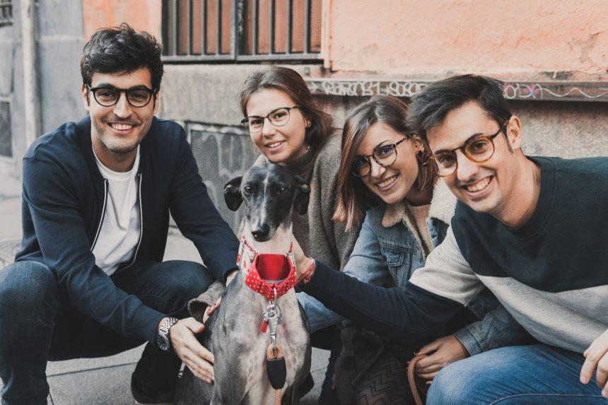 Equipo de la marca de gafas GreyHounders