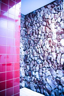 Piedra seca en la ducha.