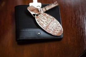 Mi billetera MONTBLANC y las llaves de nuestra suite.