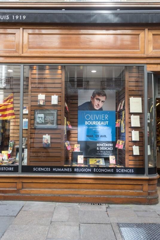 Escaparate dedicado al autor de moda, Olivier Bourdeaut.