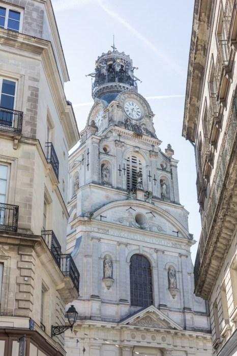 Vista de la iglesia de la Santa Cruz desde la rue de la Marne.