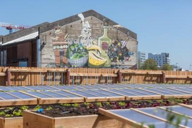 La huerta y su mural.