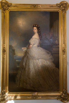 Isabel Amalia Eugenia Duquesa de Baviera, más conocida como Sissi, fue emperatriz de Austria y reina consorte de Hungría, entre otros muchos títulos inherentes a la Casa de Habsburgo-Lorena.