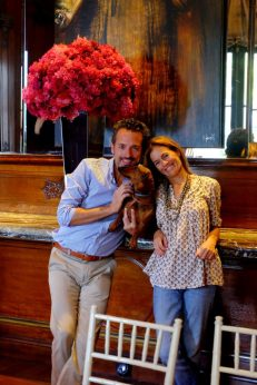 En el comedor con Isabel de Estrada, presidenta de la Fundación Zorba. Foto: Clara de Estrada.