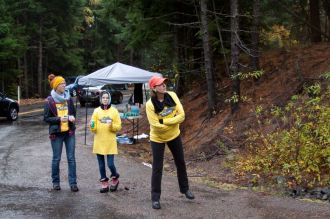 Volunteers at dog lake marathon