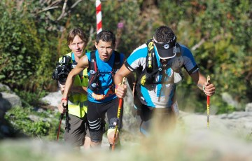 163km地点から始まる最後の大きな登りを進む土井陵 / Takashi Doi。