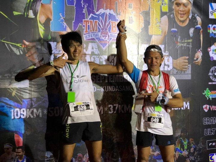 TMBTで優勝したミルトン・アマト Milton Amat(右)と2位の喜多村久 Hisashi Kitamura。Photo courtesy of Asia Trail Master