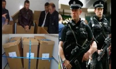 4 ,migrants Retrouvés Cachés ,cartons à L'arrière , Camionnette