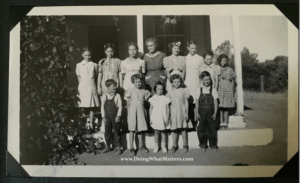 Aunt Edie and one of her classes at Grapevine School.