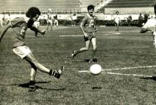 Jogo comemorativo dos 40 anos do Estádio do Pacaembu entre os jornalistas de São Paulo e de Santos. Juca marcou um gol de cabeça.