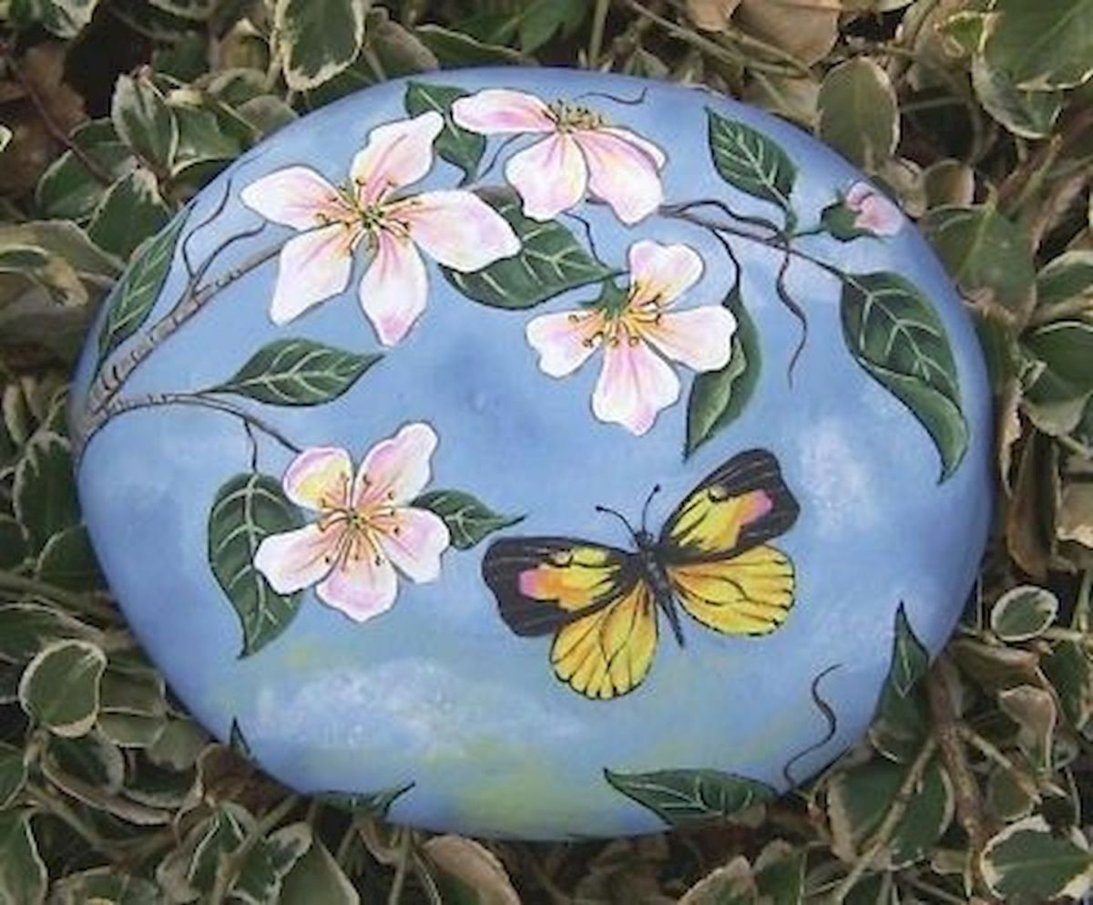 55 Cute DIY Painted Rocks Animals Butterfly Ideas (28)