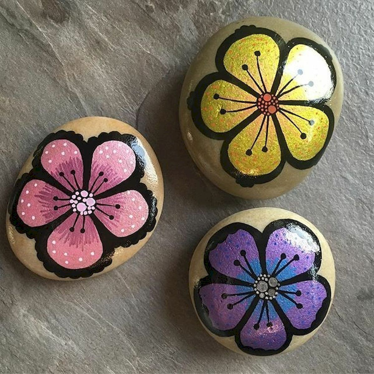 60+ Beautiful DIY Painted Rocks Flowers Ideas (13)