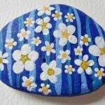 60+ Beautiful DIY Painted Rocks Flowers Ideas (32)