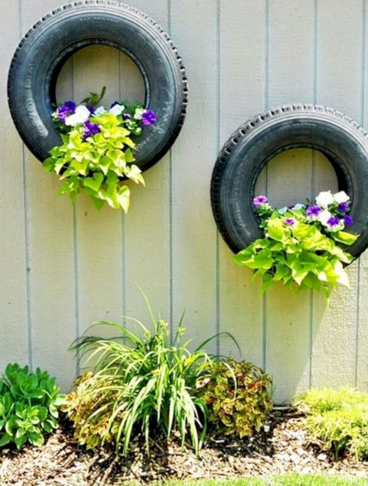 50 Awesome DIY Hanging Plants Ideas For Modern Backyard Garden (28)