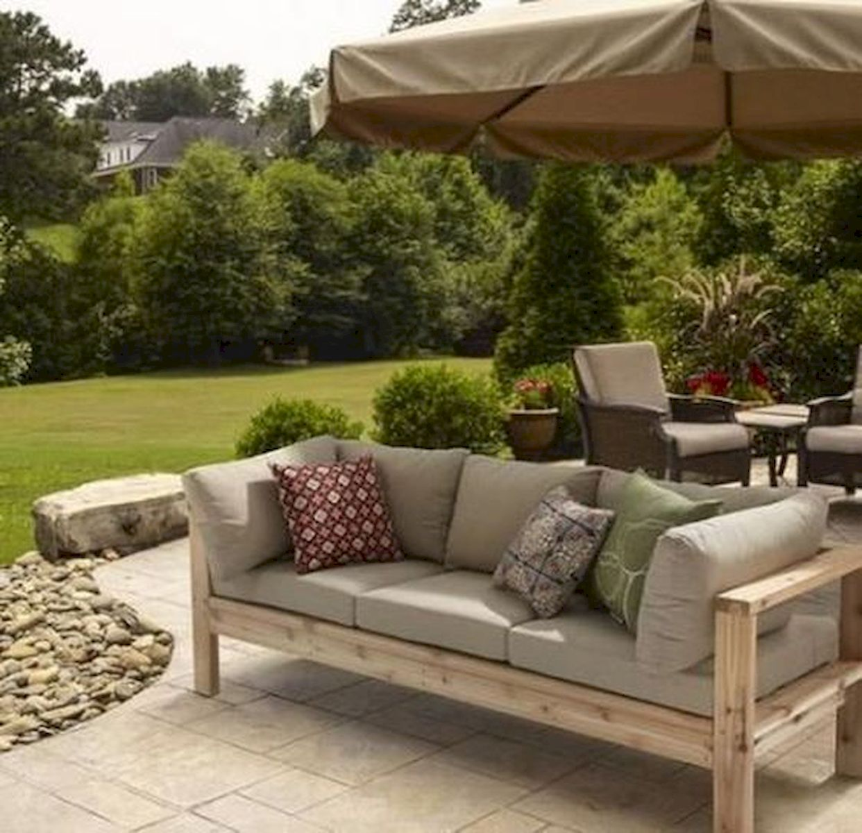 40 Awesome DIY Outdoor Bench Ideas For Backyard And Front Yard Garden (19)