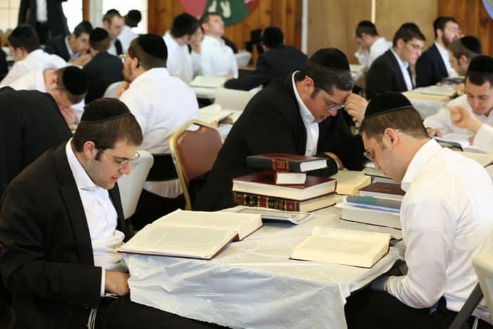 "Yeshiva Torasi Umnasi - A Yeshiva for Bochurim Who Couldn't Return to E""Y 1"