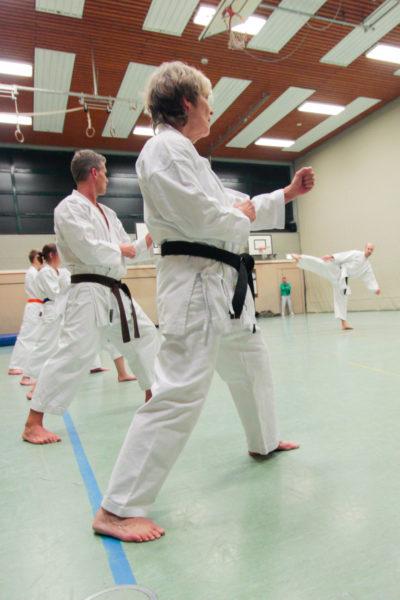 Karatetraining Erwachsene in der Sporthalle der Heinrich-Drake-Realschule Detmold