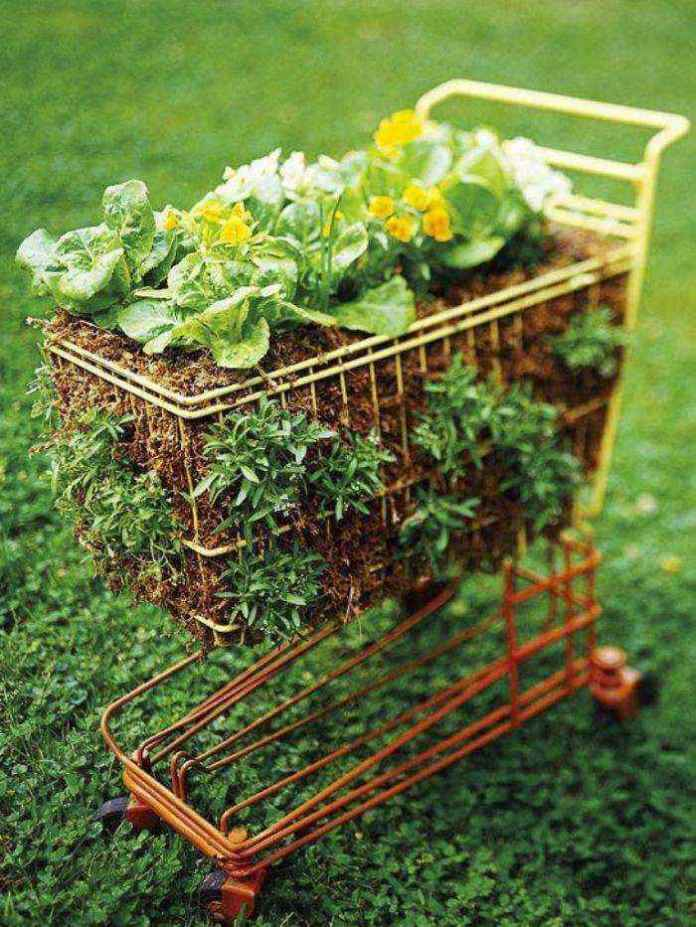 image13-16 | Как украсить сад с помощью старой мебели